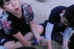桃ヶ池公園で泥団子作り
